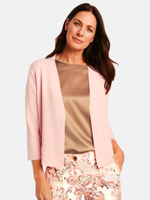 Vrouw in studio in Gerry Weber roze/beige outfit