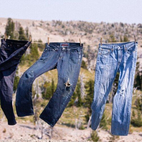 Levi's jeans drogen aan de lijn