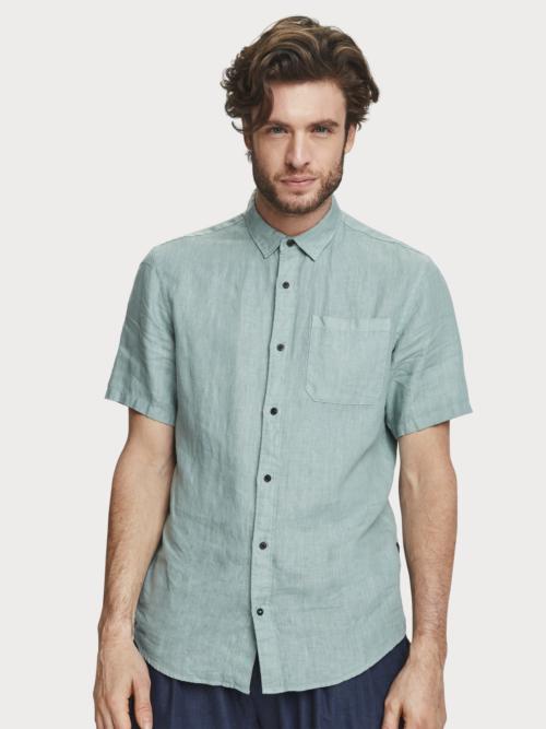 Man in groen linnen korte mouwen overhemd van Scotch & Soda