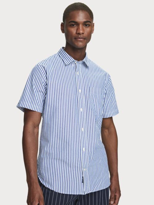 Man in gestreept korte mouwen overhemd van Scotch & Soda