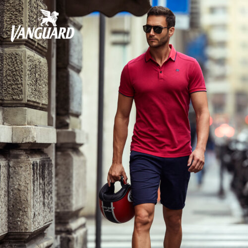 Man in rode VanGuard polo
